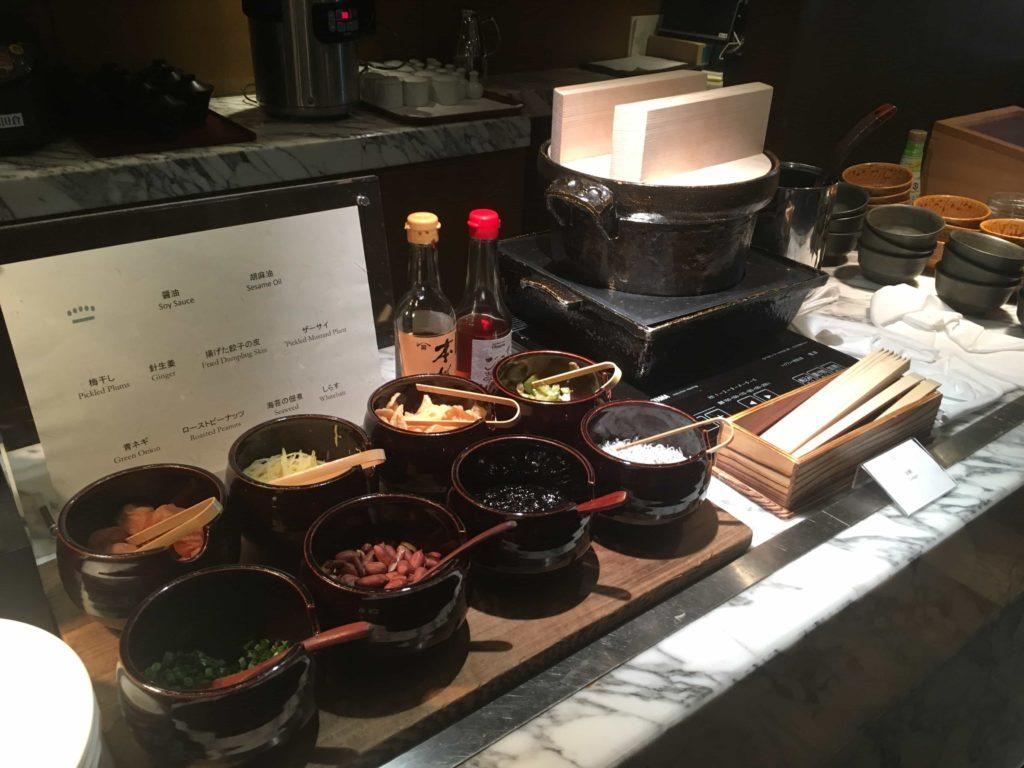 パレスホテル東京朝食ビュッフェを優雅なテラス席で ...